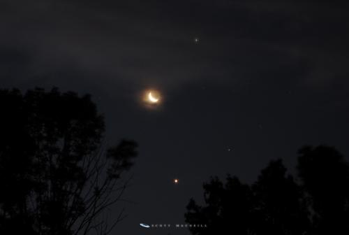 The Moon, Venus, and Jupiter in conjunction on the morning of July 7, 2015